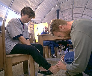 [LdF_FrozenToes.jpg] Laurence de la Ferrière having her frozen toes checked by the Dome C doctor during her traverse of Antarctica.