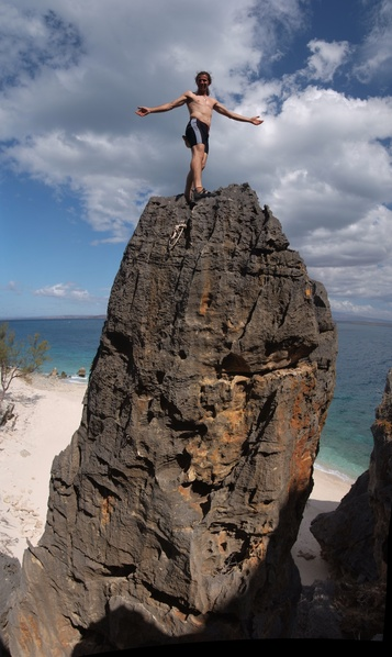 [20081005_142453_NosyHaraClimbingVPano_.jpg] A little soloing on the short Taliu (5b).
