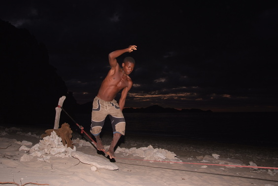 [20081005_175942_BeachSlackline.jpg] Felix slacklining at night with great proficiency.