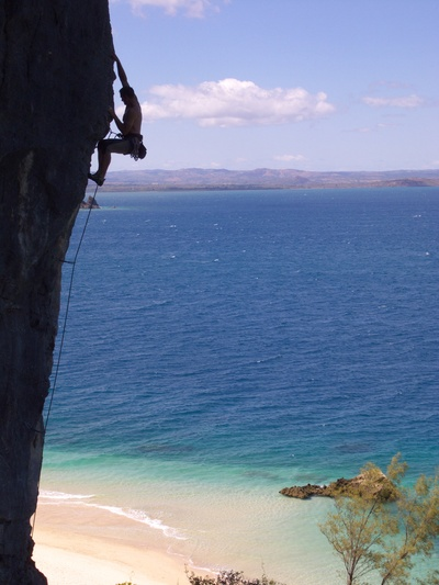[20081006_094254_SeaClimbing.jpg] Climbing the profile of the pillar of 'L'ile aux tresors' (6b+).