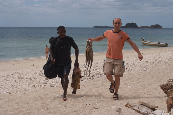 [20081006_132131_Fishing.jpg] While we climb, others fish with great success: a large grouper and a bunch of squids. The islands are in a national park and thus fishing is severely restricted to only harpoon and line.
