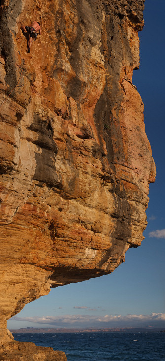 [20081008_170034_GrandLarge7a-5VPano_.jpg] Above the 8b roof. Deep water soloing anyone ?
