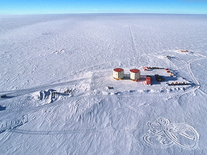 [HighPlateauConcordia4.jpg] Concordia station at Dome C