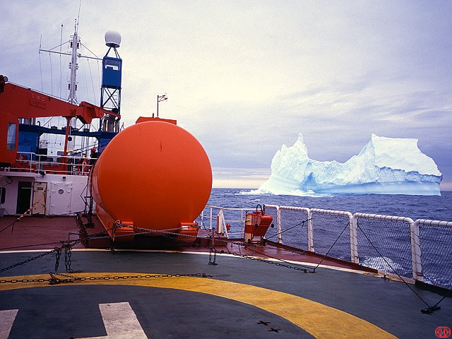 [AstrolabeBerg.jpg] The Astrolabe, the french antarctic resupply ship, coasting between icebergs before reaching the station of Dumont d'Urville. As the Titanic as shown, better not come too close. A radar helps too.