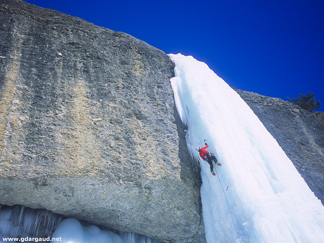 [Fournel_GeantDesTempetesH.jpg] Ice climbing in the Fournel, France.