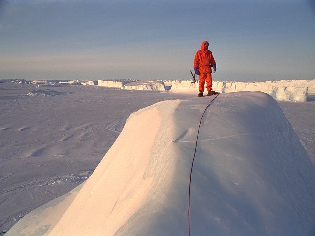 [BergBib.jpg] Summit of an iceberg, Antarctica.