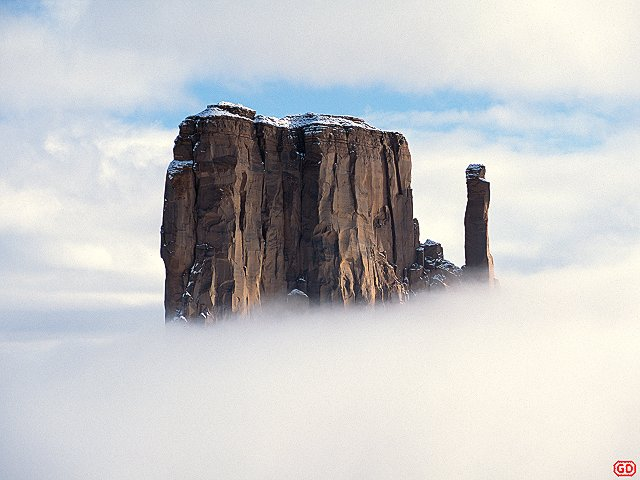 [CloudPiercing.jpg] Sandstone tower piercing the clouds at Monument Valley, Arizona